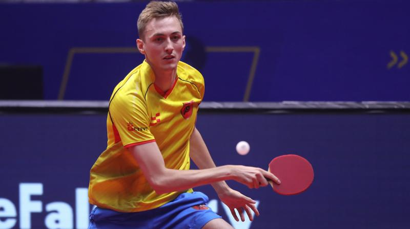 Englishman Liam Pitchford restored the two-point lead for the Falcons, as he notched up a 2-1 win over Wong Chun Ting.