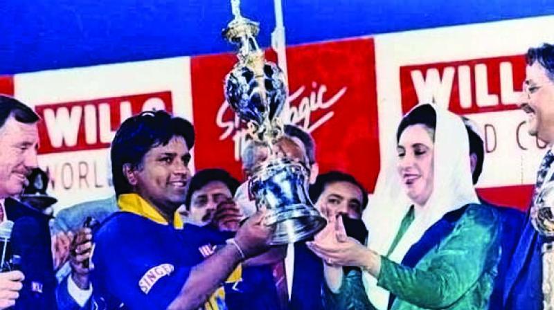 Sri Lanka skipper Arjuna Ranatunga receives the 1996 World Cup from Benazir Bhutto, Pakistan PM.