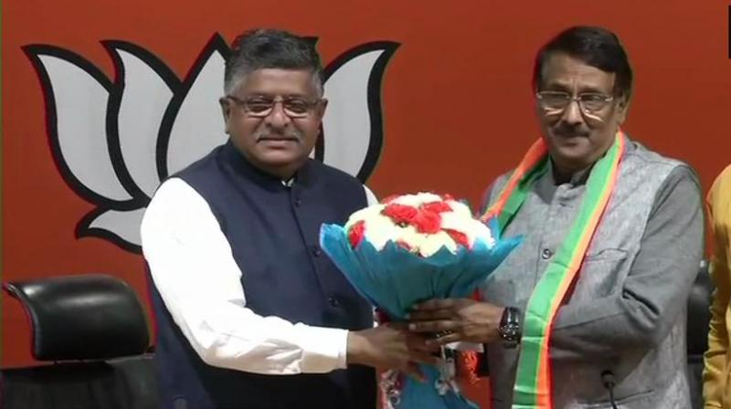 Congress leader Tom Vadakkan, also a close aide of Sonia Gandhi, on Thursday joined the BJP in presence of Union Minister Ravi Shankar Prasad. (Photo: ANI | Twitter)