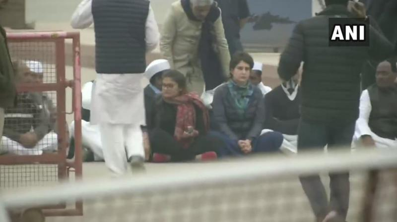 Priyanka Gandhi Vadra & other Congress leaders sit on a symbolic protest near India Gate over police action during students' protests in Jamia Milia Islamia (Delhi) & Aligarh Muslim University. (Photo: Twitter | ANI)