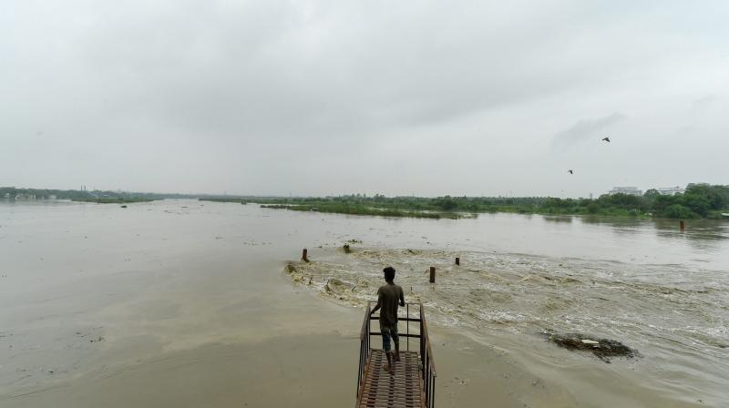 The water level of the Yamuna river at the Delhi Railway Bridge is expected to rise further to 205.40 m from 9:00 pm to 11:00 pm on Saturday. (Photo: PTI)