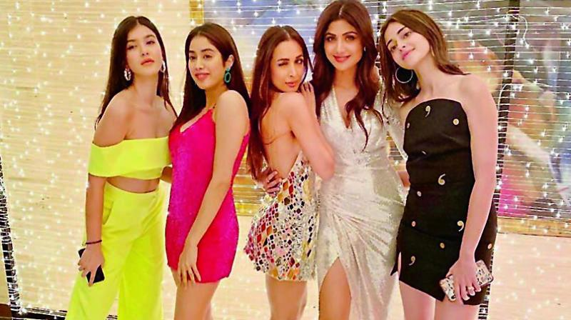 Malaika Arora and Shilpa Shetty were recently spotted hanging out with girls in their  twenties — Janhvi Kapoor, Ananya Pandey, and Shanaya Kapoor.