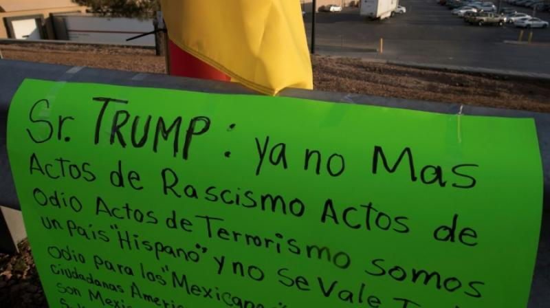 A message to President Trump left at a makeshift memorial urges him in Spanish to stop engaging in racism and hatred. (Photo: AFP)