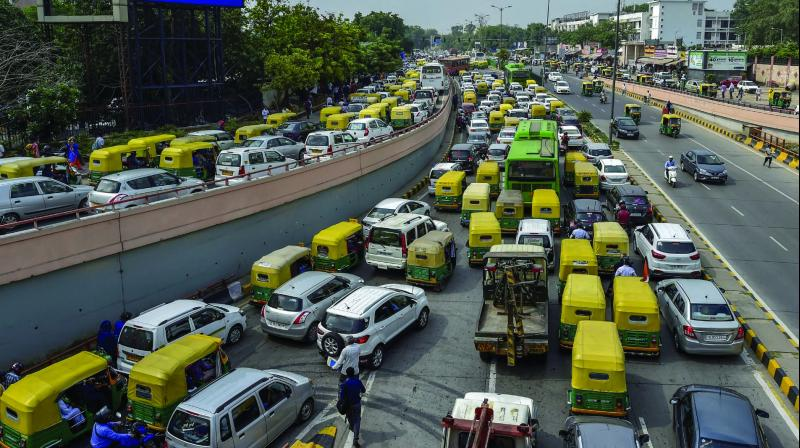 Heavy traffic is seen near the All India Institute of Medical Sciences (AIIMS) in New Delhi on Thursday evening, where former Prime Minister Atal Behari Vajpayee passed away at 5.05 pm. (Photo: PTI)
