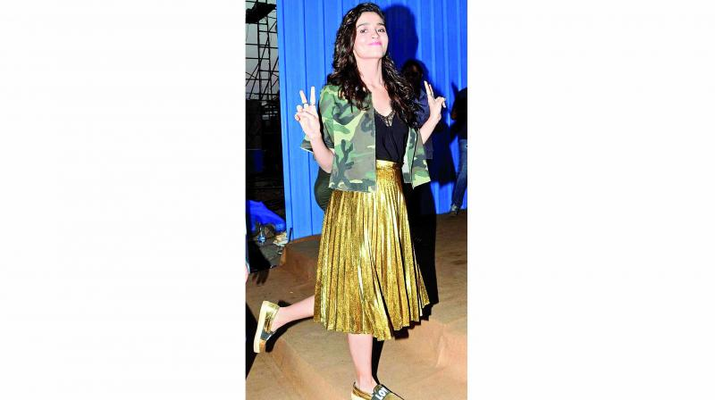 Alia Bhatt's mix and match look is winning on so many levels!