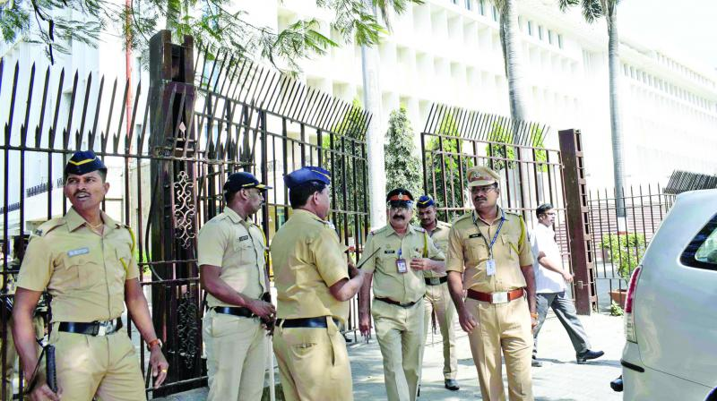 Security was beefed up at Mantralaya after a man allegedly committed suicide by jumping from the fifth floor of the bulding on Thursday. (Photo: Shripad Naik)