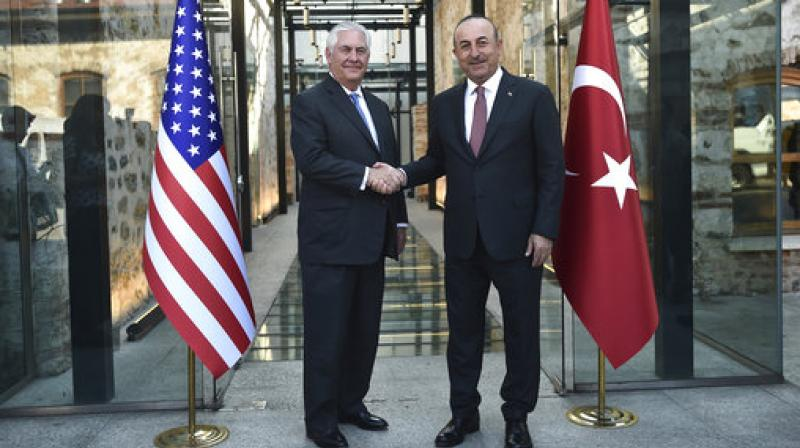 Turkish Foreign Minister, Mevlut Cavusoglu shakes hands with US Secretary of State Rex Tillerson, left, during their meeting in Istanbul. (Photo: AP)