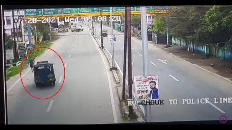 A video which has surfaced shows that a three-wheeler auto-rickshaw headed straight for the judge on an empty stretch of the road. (Twitter)