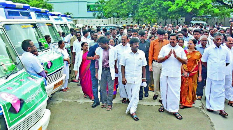 Chief minister Edappadi K. Palaniswami flags off  special flood relief medical team vehicles. (Photo: Asian Age)