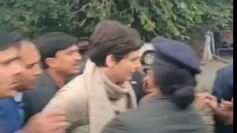 Congress later demanded action against the cop for her 'physical violence' and dismissal of Chief Minister Yogi Adityanath's government in Uttar Pradesh. (Photo: Screengrab)