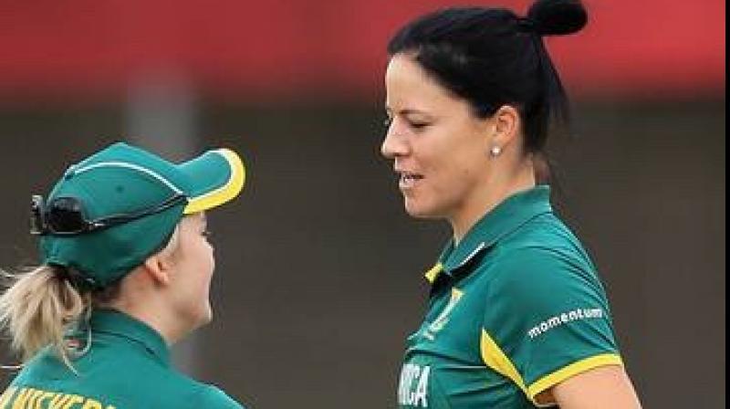 South Africa captain Dane van Niekerk (L) with wife Marizanne Kapp. Twitter Photo