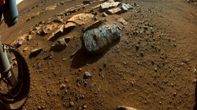 Mars' surface shaped by fast, furious floods from overflowing craters