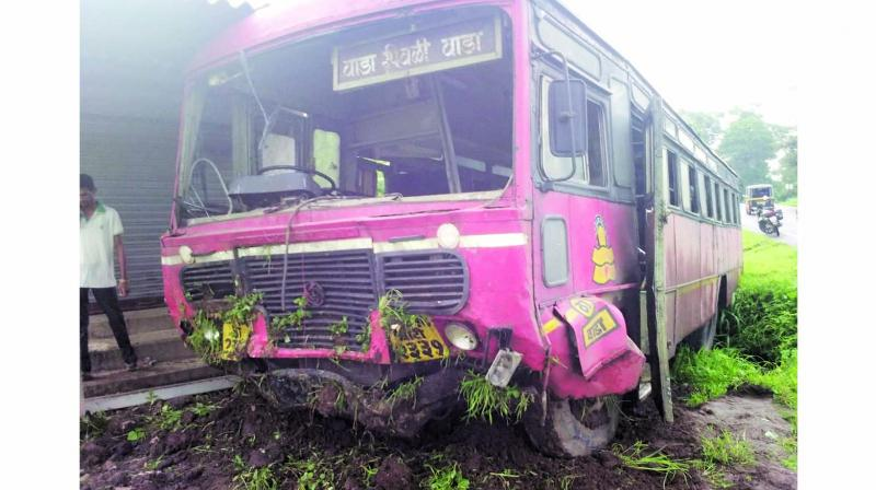 At around 7 am near Jambhulpada, the driver of the bus lost control of the vehicle.