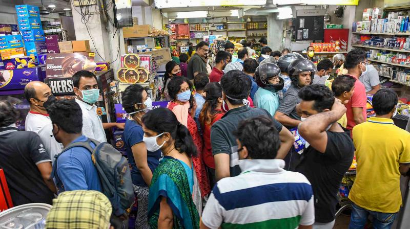 People crowd a supermarket in Patna to buy essential groceries after Prime Minister Narendra Modi announced a nation-wide 21-day lockdown from Wednesday, March 25. (Photo | PTI)