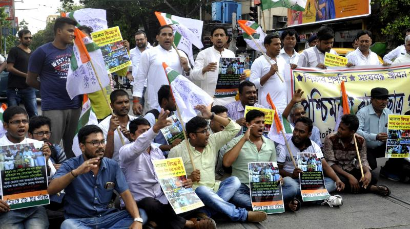Actvists of the State Chatra Parishad protesting against the rise in petroleum prices at Moulali on Thursday. (Photo: Asian Age)