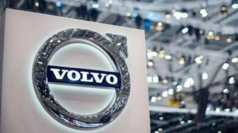 Volvo is building a driverless highway autopilot car with Swedish autoparts maker Veoneer as it aims to achieve a third of its sales from self-driving cars by 2025.