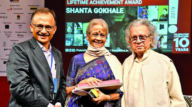 Veteran litterateur Shanta Gokhale being felicitated with the Tata Literature Live! Lifetime Achievement Award by Harish Bhat, Brand Custodian, Tata Sons and Anil Dharker, Founder-Director, Tata Literature Live! The Mumbai Litfest.