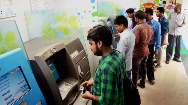 People queue up to withdraw money from SBI ATMs at APMC Vashi in Navi Mumbai. (Photo: PTI)
