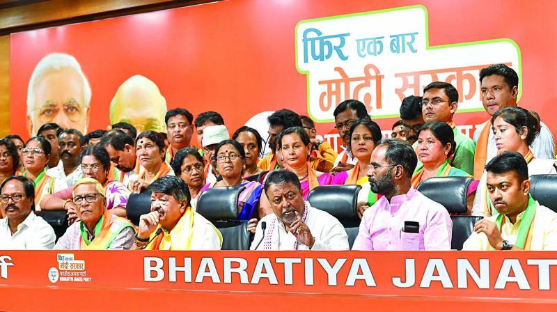BJP leaders Kailash Vijayvargiya and Mukul Roy with West Bengal MLAs and councillors who joined Bharatiya Janata Party in New Delhi on Tuesday. (Photo: PTI)