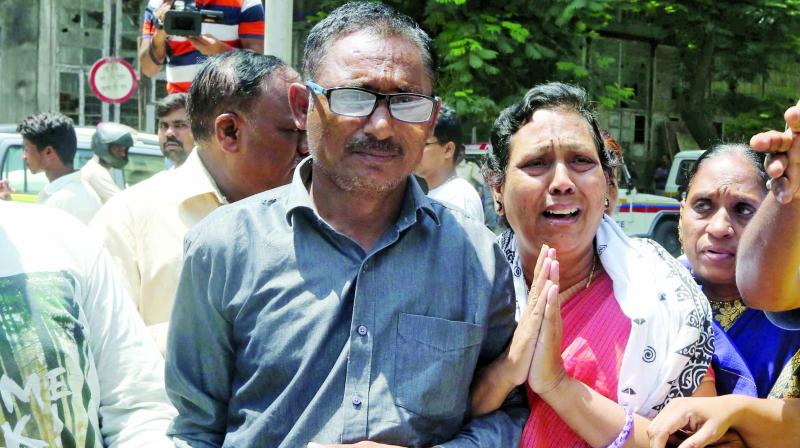 Dr Tadvi's parents who staged a protest outside the civic-run hospital in Mumbai. (Photo: ASIAN AGE)