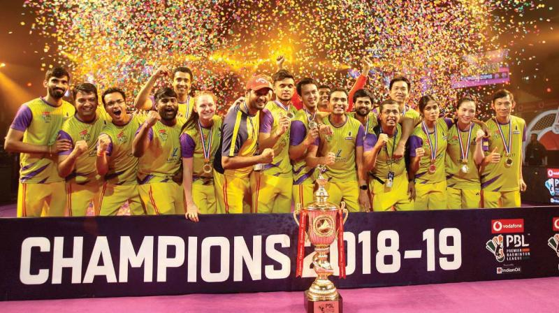 ff738dfb5695 Members of the Bengaluru Raptors team pose with the winners  trophy of the  PBL-