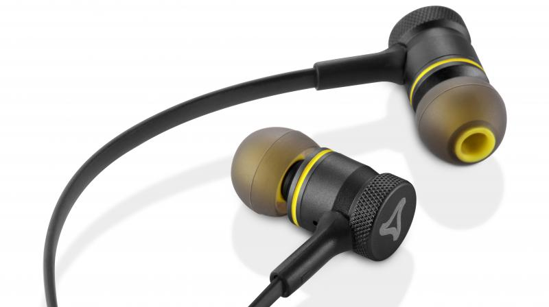 a523b79515e The metal earbuds of Ultrabass earphones are comfortable, are available in  all ear sizes.
