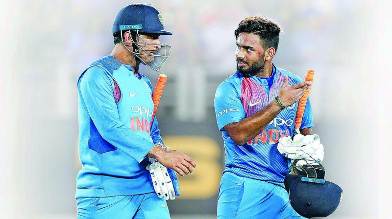 M.S. Dhoni (left) and Rishabh Pant.