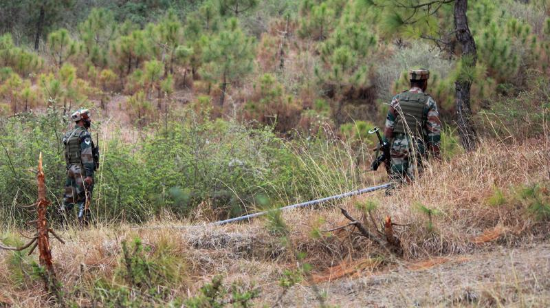 Indian army soldiers patrol near the Line of Control in Poonch (Photo: PTI)