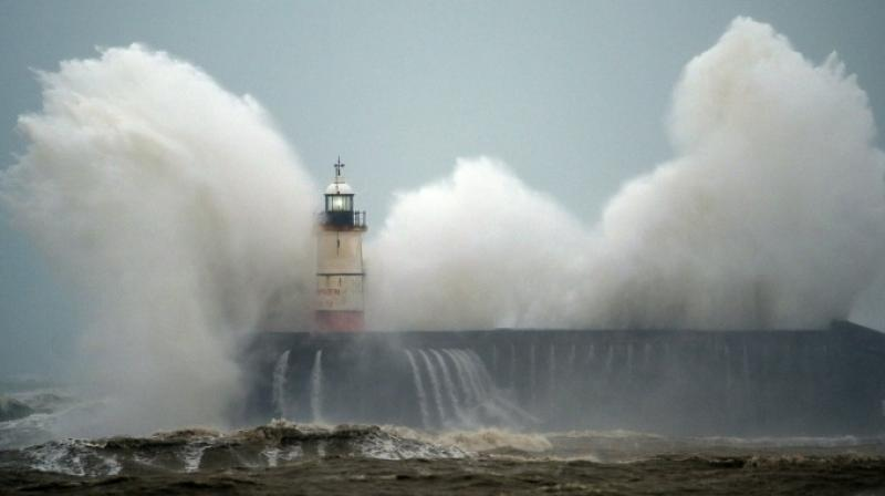 Waves crash over Newhaven Lighthouse on the south coast of England. AFP photo