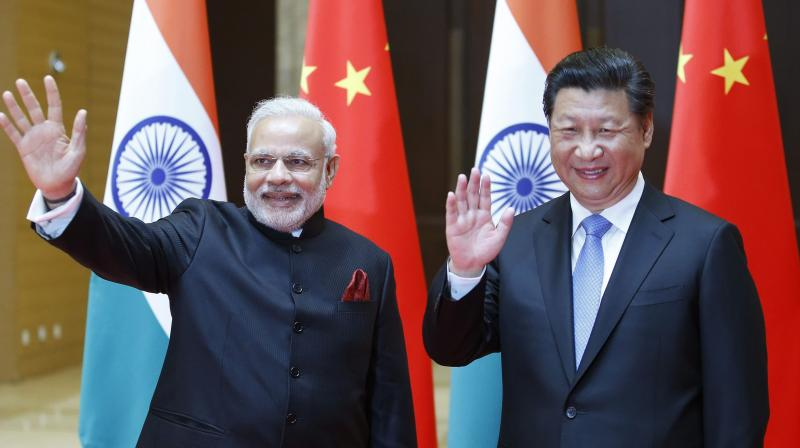 (L) India's PM Narendra Modi with China's president XiJinping (AFP)