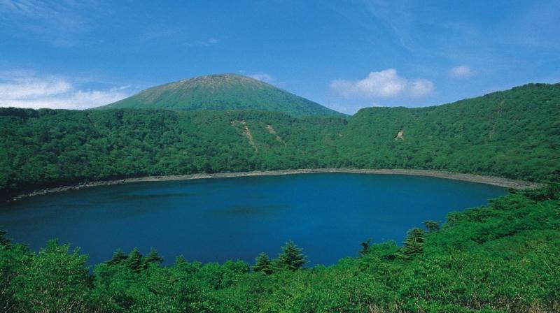 Onami-Ike Crater and Mt. Karakunidake (c) JNTO