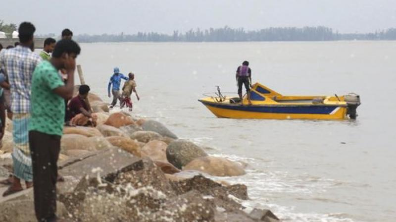 Bangladesh Meteorological Department said the severe cyclonic storm 'Mora' moved northward over North Bay and started crossing Cox's Bazar-Chittagong coast at 6:00 am (local time). (Photo: AP)