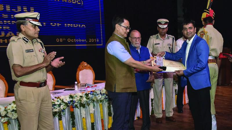 Minister of state for home affairs Kiren Rijiju with Lieutenant-Governor of Delhi Anil Baijal and Delhi police commissioner Amulya Patnaik at the first anniversary celebrations of 'YUVA' — a police initiative with the National Skill Development Corporation (NSDC) for imparting vocational skills youth — in New Delhi. (Photo: PTI )