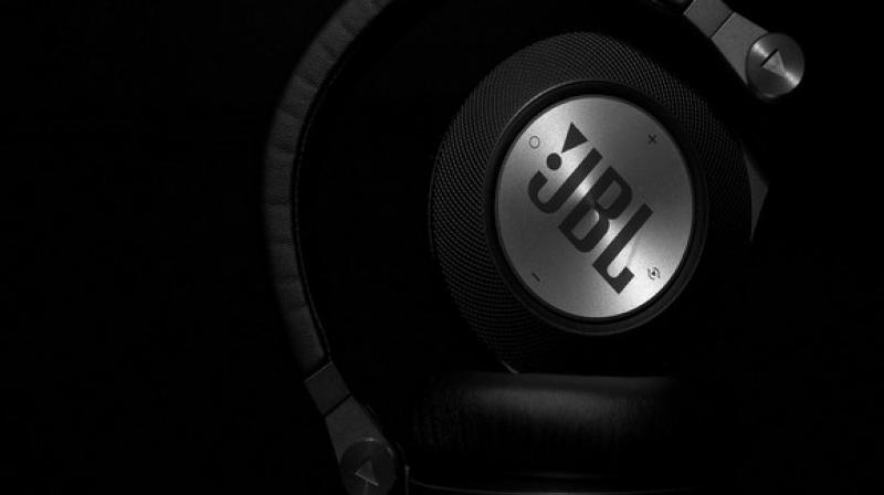 BL is crowdfunding a new pair of headphones that offer potentially unlimited battery life for non-stop audio playback.