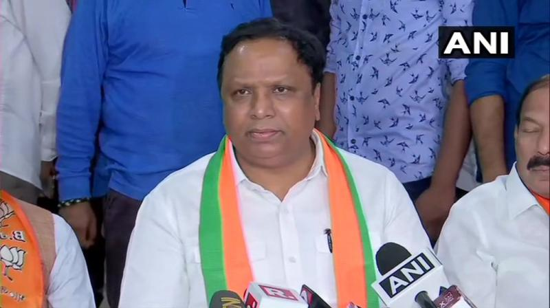 Addressing a press conference after attending the BJP legislature party meeting in Mumbai, senior party leader Ashish Shelar said they discussed a strategy to win the impending floor test comfortably. (Photo: ANI)