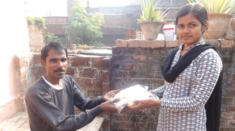 Babita Kumari selling mushrooms to a customer.