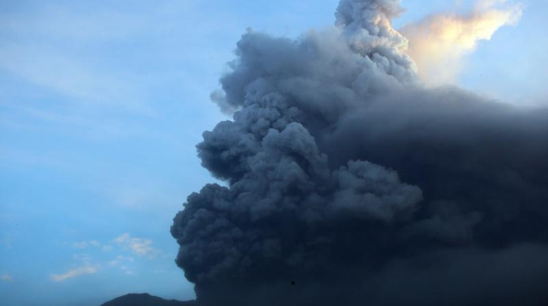 Bali's airport was closed for 24 hours, disrupting 445 flights and some 59,000 passengers, due to the eruption warning and the presence of volcanic ash from Agung. (Photo: AP)