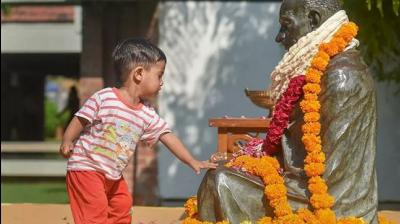 A child pays tribute to Mahatma Gandhi on his 150th birth anniversary, at Sabarmati Ashram in Ahmedabad. (Photo: PTI)