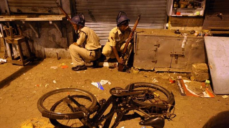 Policemen prepare to take position at the site of an attack in the Colaba area of Mumbai on November 27, 2008. (File Photo: AFP)