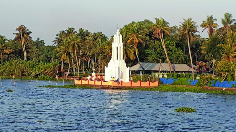 In the heart of Kerala lies a little gem called Kumarakom, which is famous for the lush backwaters and picture-perfect scenery.