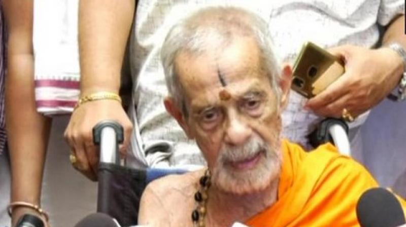 Pejavara Mutt Seer Vishwesha Teertha Swami passed away on Sunday. (Photo: ANI)