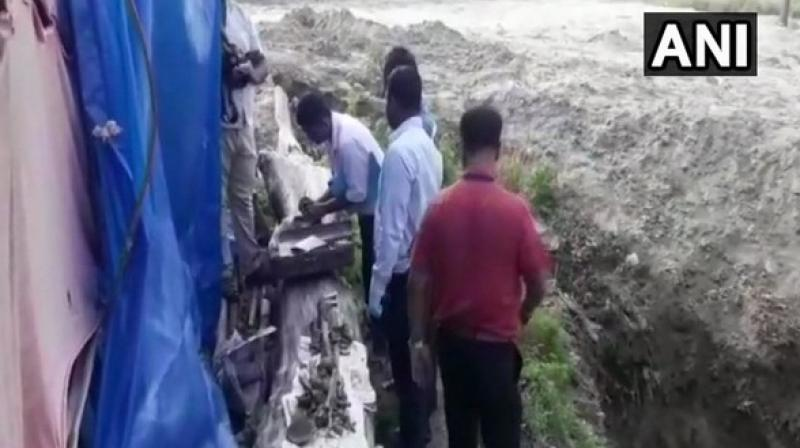 CBI officials, along with the Forensic Science Laboratory team, at the site where the skeleton was found in the district's Sikandarpur area. (Photo: ANI)