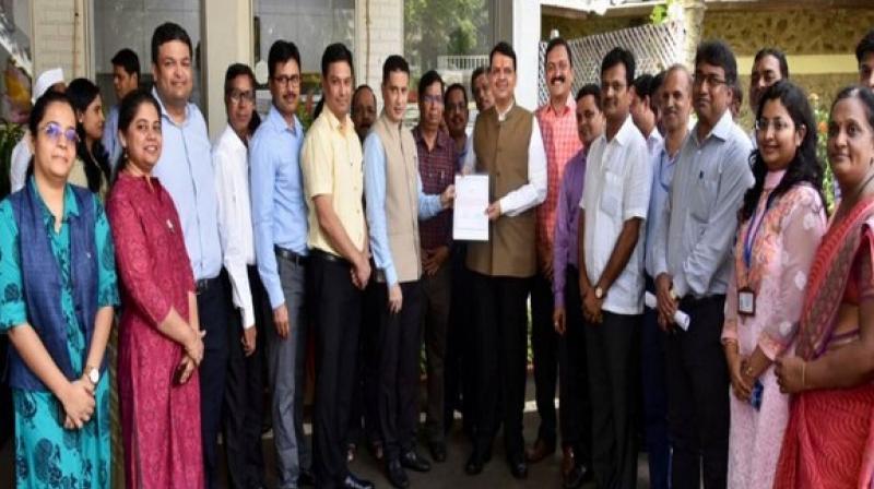 CM Devendra Fadnavis with CMO staff. (Photo: ANI)