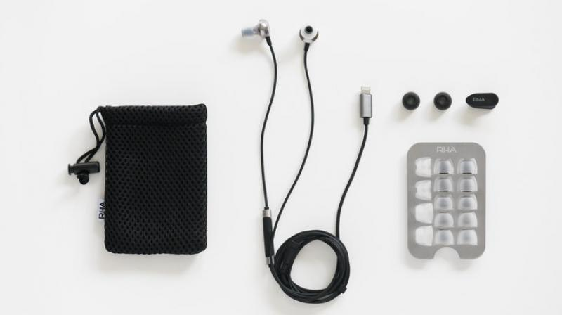 """The Lightning connection, mic and remote allow listeners to switch between music, calls and use the """"Hey, Siri"""" function at the touch of a button."""