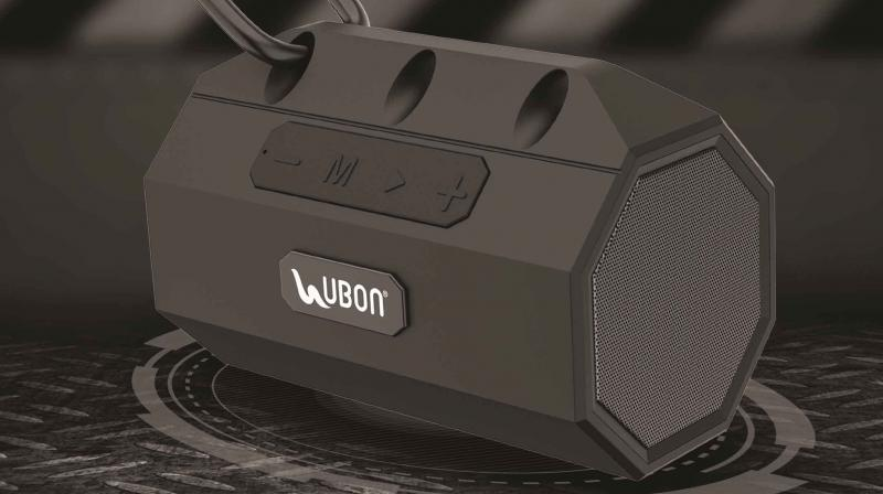UBON SP-6550 possess shockproof capabilities and pairs a tough rubberized body with a washable fabric.