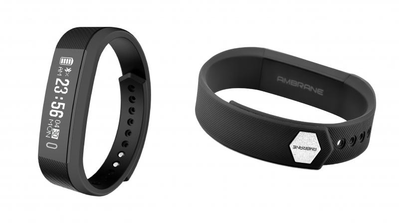 Equipped with 45mAh battery, the band is claimed to deliver up to seven days of standby time.