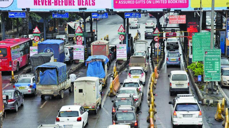 Airoli and Mulund toll plazas have witnessed serpentine queues.