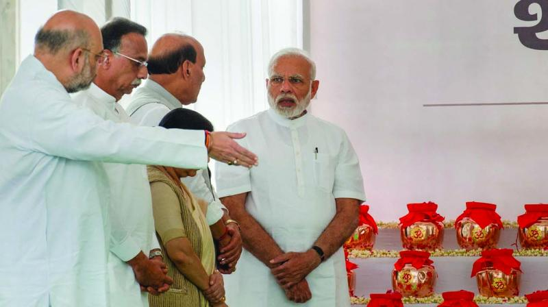 Prime Minister Narendra Modi pays tribute to the ashes of Atal Bihari Vajpayee, before their distribution to all BJP state presidents for immersion. (Photo: PTI)