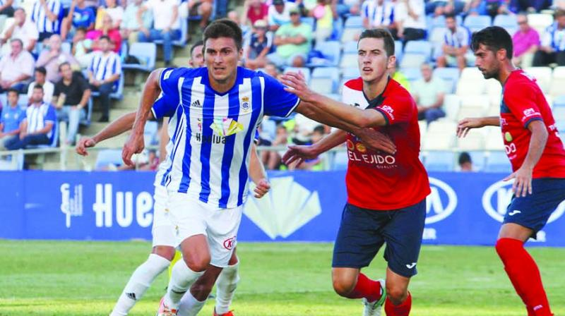 In 2017, the Spanish midfielder moved back to Spain to join Recreativo de Huelva.