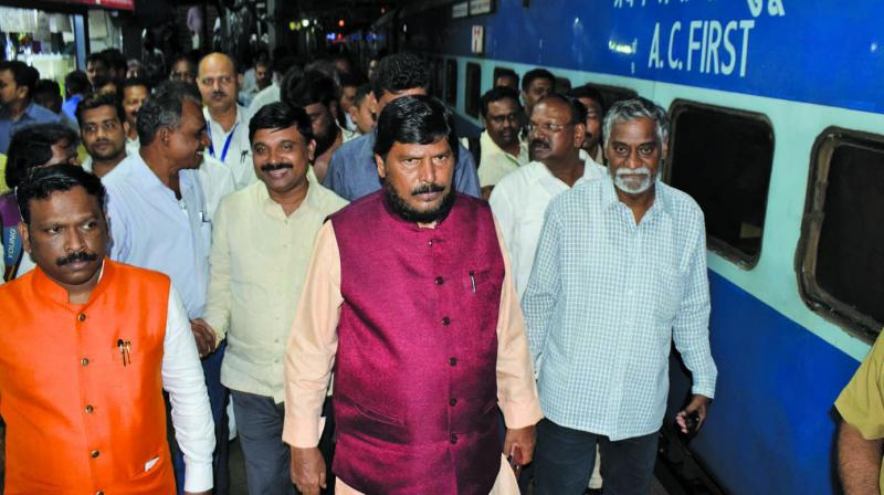 RPI chief Ramdas Athawale had to wait for more than 2 hours at Thane railway station. (Photo: Deepak Kurkunde)
